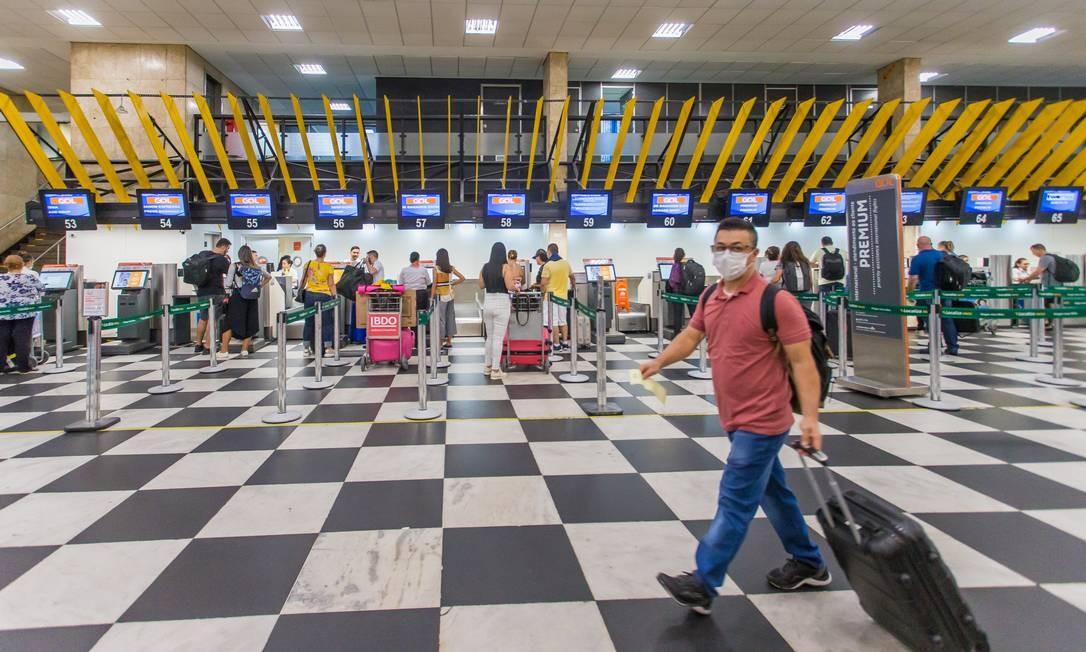 Movimentação de passageiros no aeroporto de Congonhas Foto: Edilson Dantas / Agência O Globo