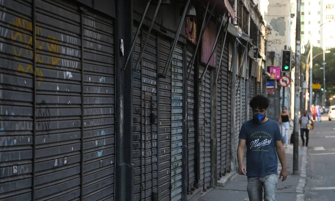 Com empresas fechadas por conta da pandemia, encontrar um emprego pode ficar ainda mais difícil Foto: Pedro Teixeira / Agência O Globo