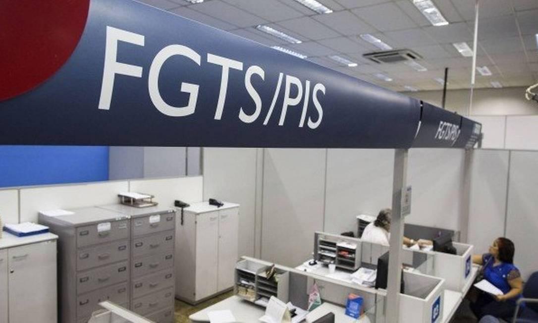 Governo já trabalha para que a MP que autorizou o saque de R$ 1.045 do FGTS a validade Foto: Guito Moreto / Agência O Globo