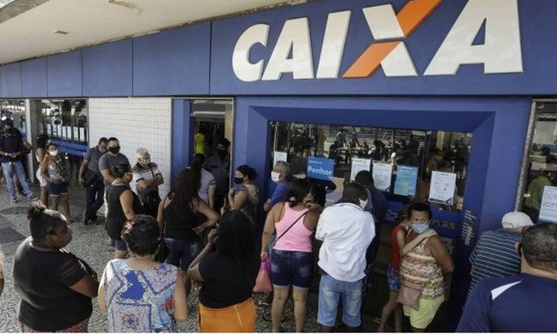 Fila na Caixa para recebeu auxílio emergencial. Última parcela foi paga em dezembro Foto: Gabriel de Paiva / Agência O Globo