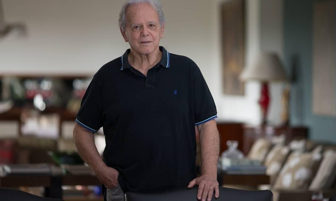 O economista Luiz Carlos Mendonça de Barros diz que o FGTS, que é uma poupança compulsória, ficará menor Foto: Edilson Dantas / Agência O Globo
