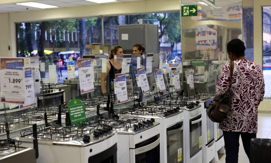 Guedes promete reduzir imposto de geladeira e fogão Foto: Edilson Dantas / Agência O Globo