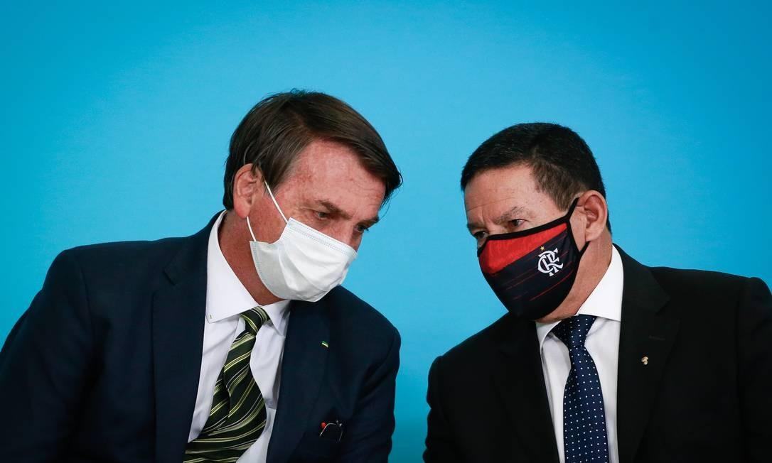 Jair Bolsonaro e o vice Hamilton Mourão em solenidade no Planalto no dia 28 Foto: Pablo Jacob / Agência O Globo
