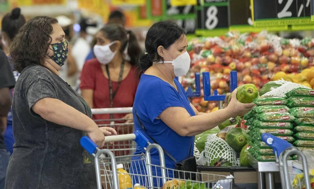 Vendas em supermercados têm impulsionado a recuperação do setor varejista após período mais agudo da pandemia Foto: Ana Branco / Agência O Globo