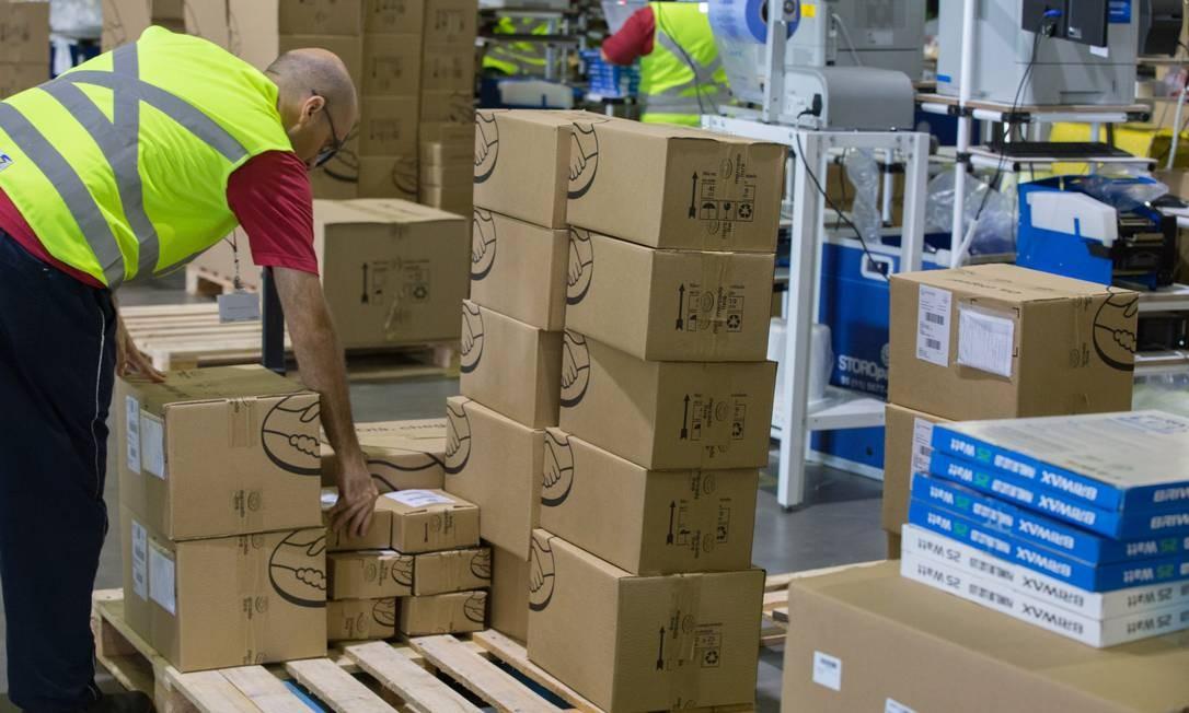 varejistas optaram por alugar galpões e usar lojas físicas como pontos de apoio para garantir entregas mais rápidas e eficientes Foto: Agência O Globo