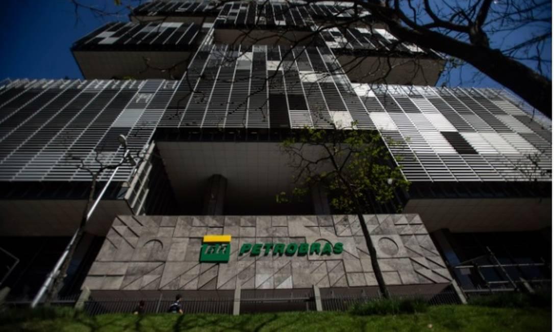 Polêmica. Promoção dada pela Petrobras de 2004 a 2006 a todos os funcionários foi considerada reajuste de salário Foto: Arquivo/Agência O Globo