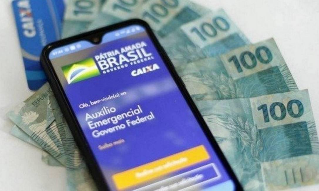 Novo formato do auxílio emergencial atende menos pessoas e paga bolsas menores. Nesta rodada, serão quatro parcelas Foto: Agência O Globo