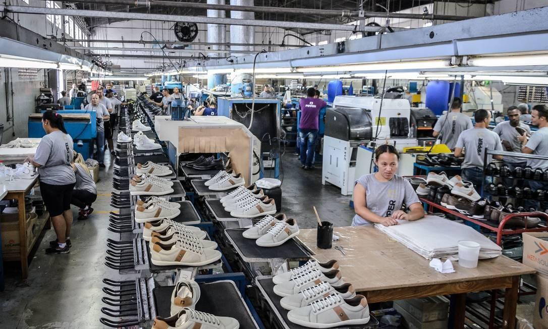 Recuperação lenta da indústria é ameaçada por alta de preços de insumos Foto: Agência O Globo