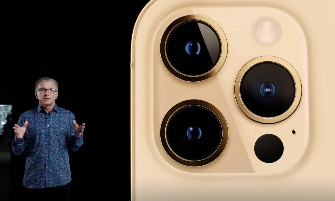 Vice-presidente de Marketing mundial da Apple, Greg Joswiak apresenta o novo iPhone 12 em evento especial Foto: Apple / via Reuters