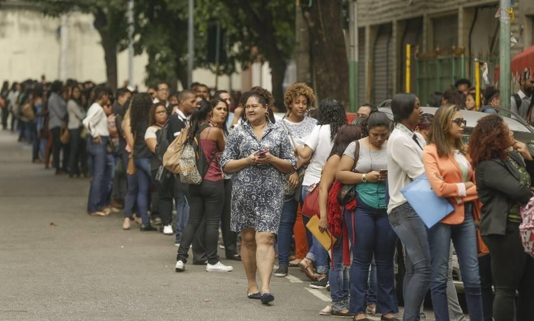 Antes da pandemia, filas para quem busca uma vaga no mercado de trabalho eram comuns. Agora, devem ser instensificadas com crise gerada pela Covid-19 Foto: Gabriel de Paiva/Agência O Globo