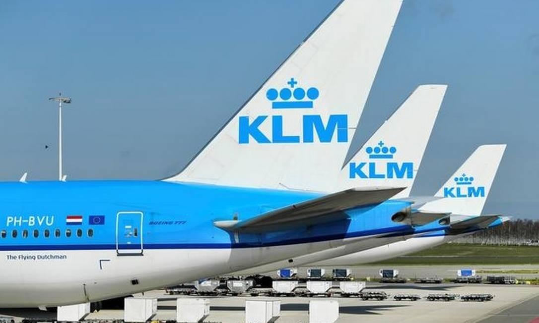 Aviões da KLM estacionados depois que o aeroporto de Schiphol, em Amsterdã, reduz seus voos devido à pandemia no novo coronavírus Foto: Reuters