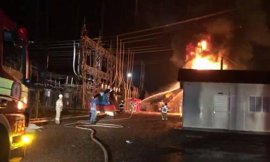 Incêndio atinge subestação de energia durante chuva na Zona Norte de Macapá, causando um apagão em 13 dos 16 municíós do estado Foto: Reprodução