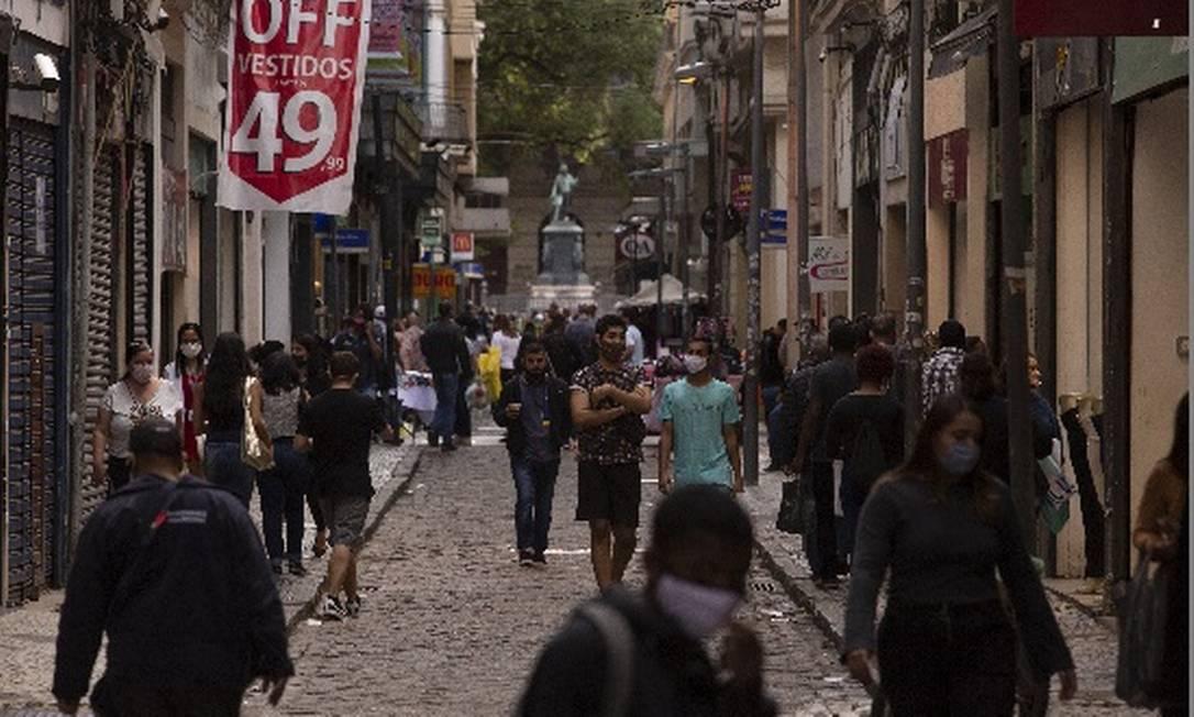 Setor de serviços foi o mais afetado e queda do PIB de 4,1% tirou Brasil das dez maiores economias do mundo Foto: Arquivo