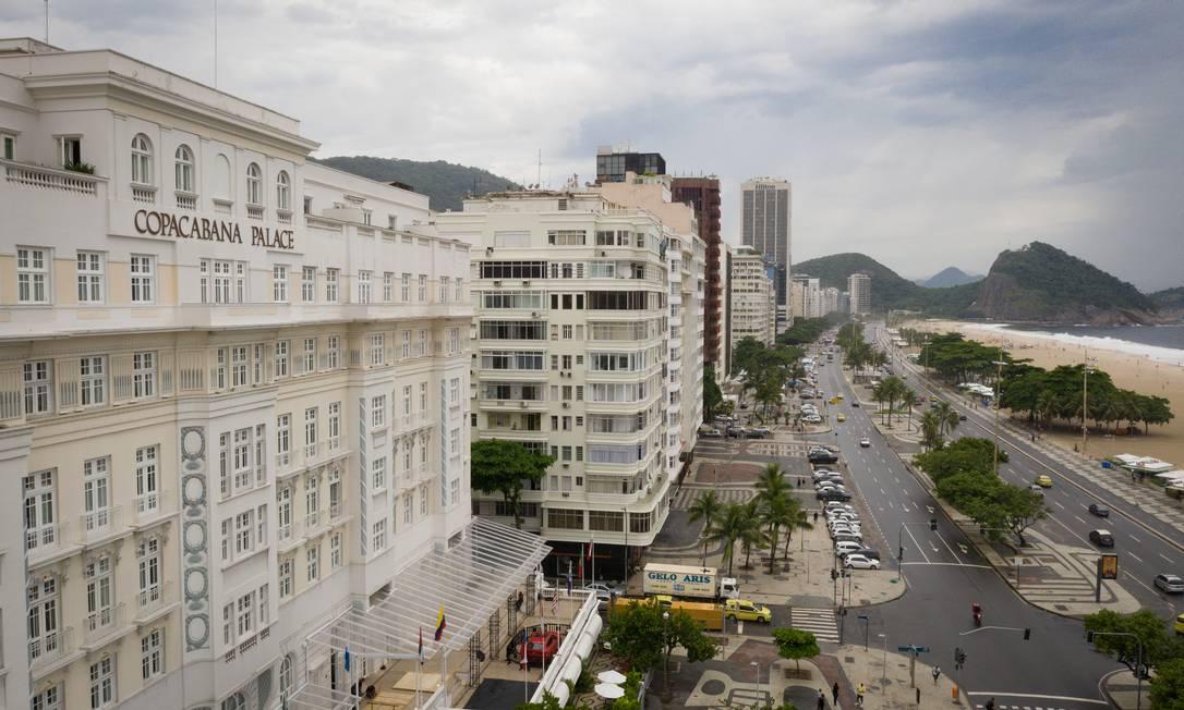 Beira-mar: Venda de parcela da União em imóveis construídos em terrenos da Marinha inclui bens em Copacabana Foto: Pablo Jacob / Agência O Globo