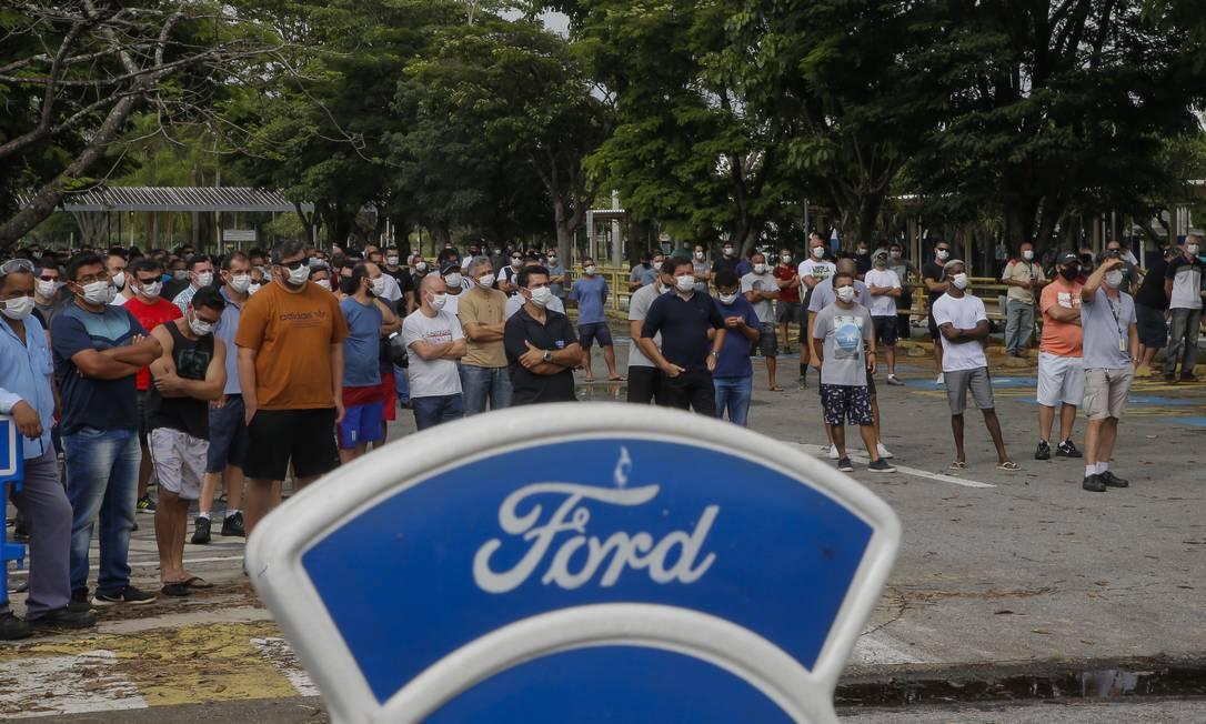 Fechamento da fábrica de Taubaté (SP) da Ford no Brasil: clima é de pessimismo entre funcionários Foto: Edilson Dantas / Agência O Globo