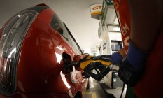 Gaolina já acumula alta de 62% nas refinarias. Como alta do petróleo, é esperado novo reajuste Foto: Pablo Jacob / Agência O Globo
