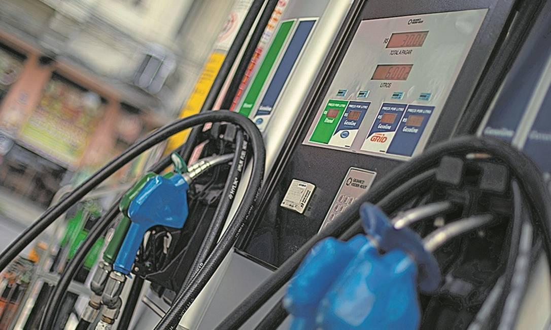 A Petrobras reduziu em o preço médio da gasolina em cerca de 2% nas refinarias. Foto: Brenno Carvalho/Agência O Globo