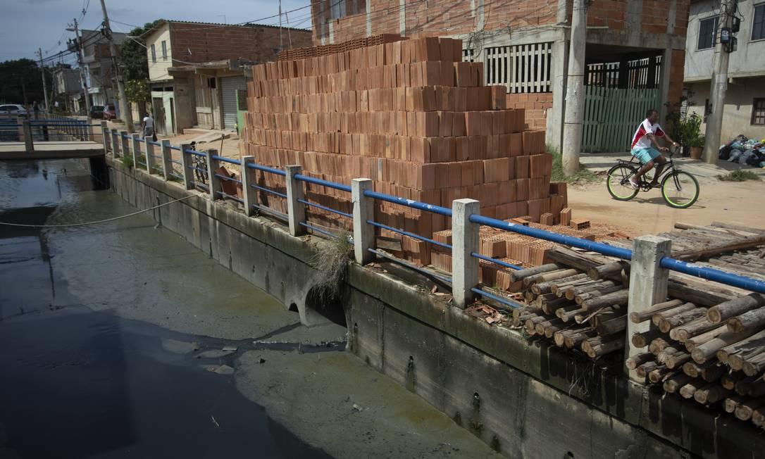 Concessão da Cedae deve levar esgoto a 5,7 milhões de pessoas no Estado do Rio. BNDES vai financiar mais de R$ 16,5 bilhões do investimento pervisto para vencedores do leilão Foto: Márcia Foletto / Agência O Globo