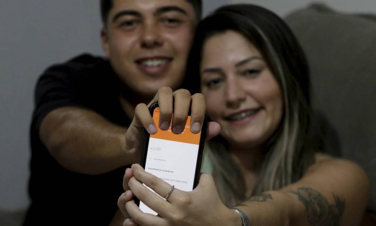 Lançado pelo BC no fim do ano passado, brasileiros fizeram do Pix uma inesperada rede social, com mimos, paquera e até 'nudes' Foto: Domingos Peixoto / Agência O Globo