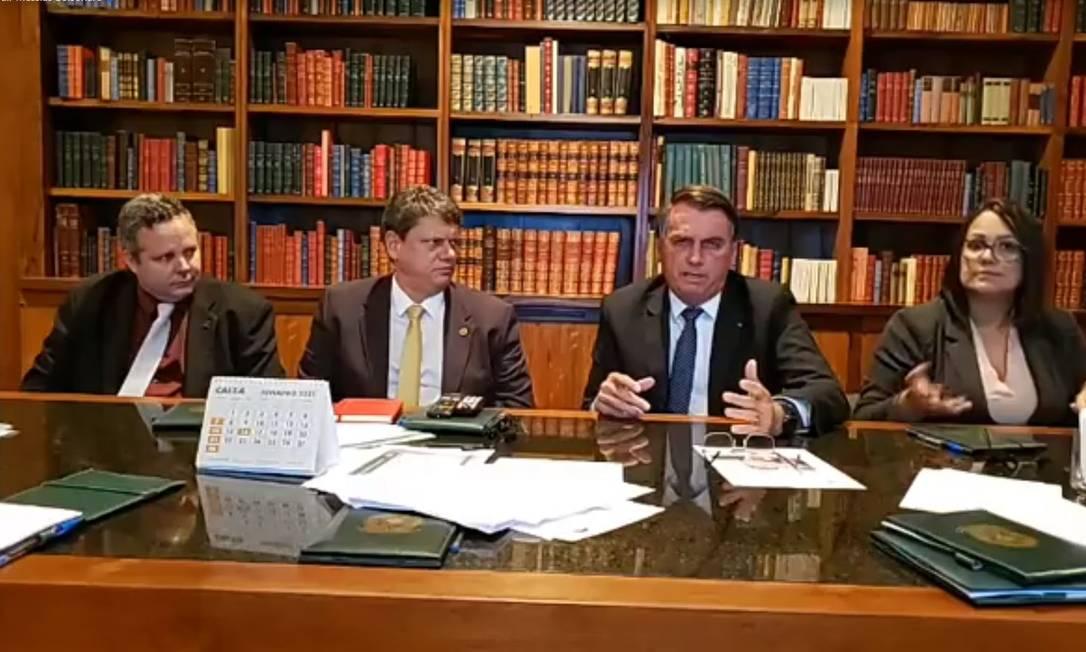 Bolsonaro promete zerar imposto sobre diesel e gás de cozinha e diz que 'alguma coisa vai acontecer na Petrobras' Foto: Divulgação