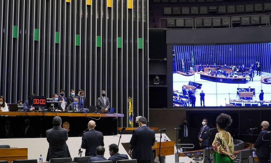Texto-base da PEC que permite retomar pagamento do auxílio emergencial foi aprovado em 1º turno na Câmara Foto: Agência Brasil