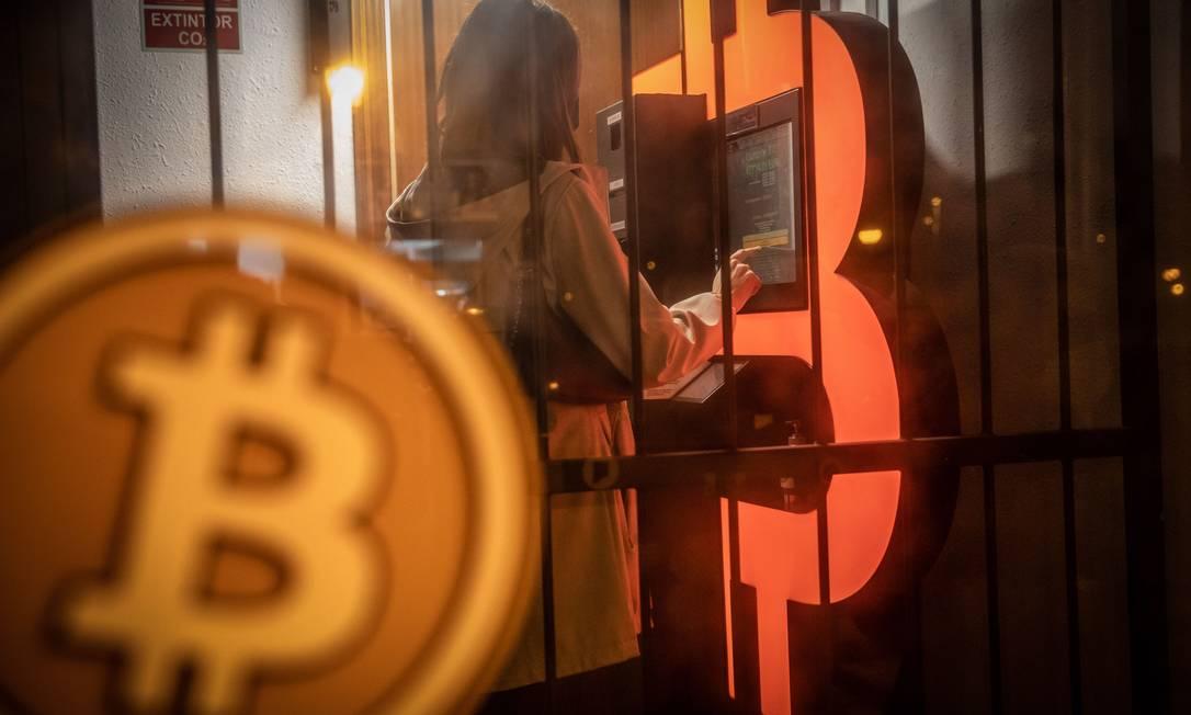 Bitcoin bate novo recorde ao atingir a marca de US$ 60 mil Foto: Angel Garcia / Bloomberg