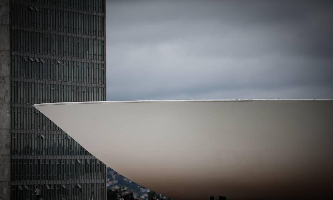 Governo precisará cortar mais que emendas para corrigir o Orçamento Foto: Pablo Jacob / Agência O Globo