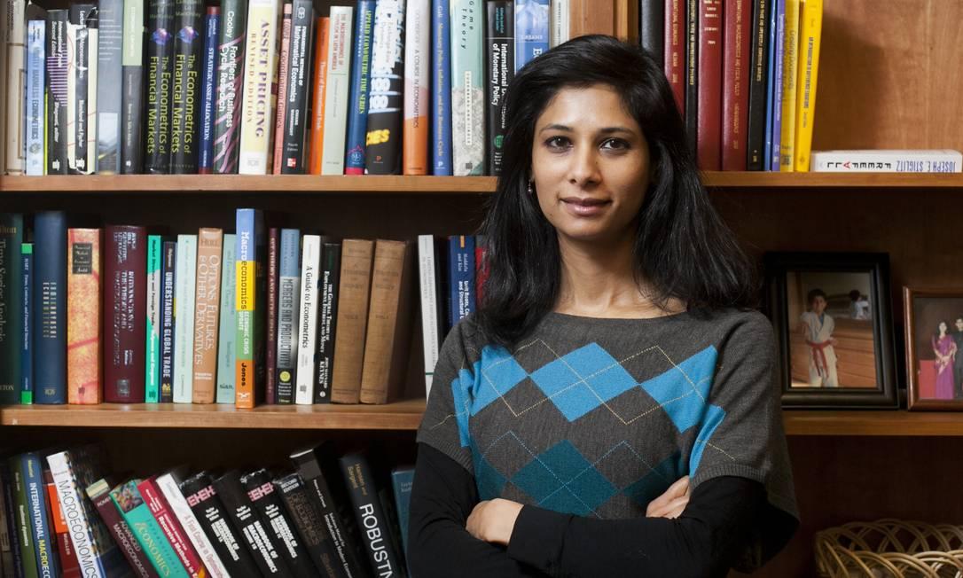 Gita Gopinath, economista-chefe do FMI, apoia ideia de adoção de imposto global mínimo Foto: Kelvin Ma / Bloomberg