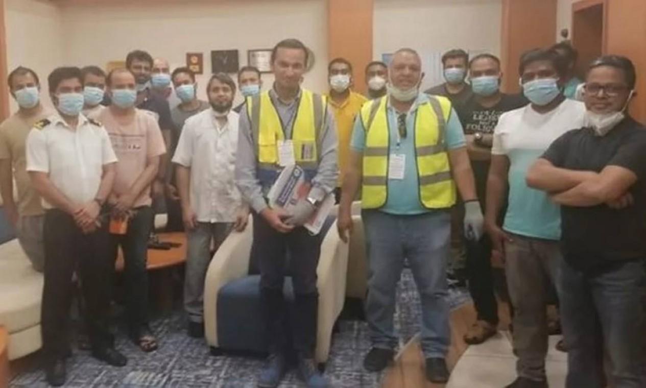 Representantes da Federação Internacional dos Trabalhadores em Transporte (ITF) visitaram a tripulação do Ever Given Foto: Divulgação/ Federação Internacional dos Trabalhadores em Transporte (ITF)