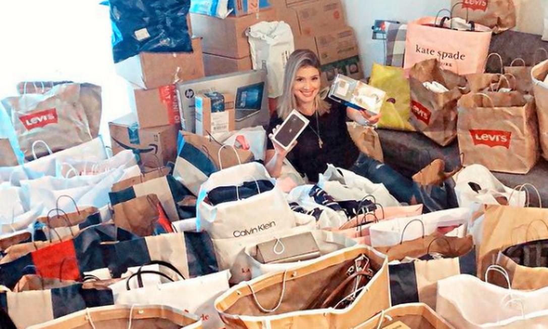 Mariana Fernandes, de 30 anos, trabalha há dois anos como personal shopper na Flórida, e não sentiu o impacto nos negócios com a flutuação do dólar Foto: Arquivo pessoal