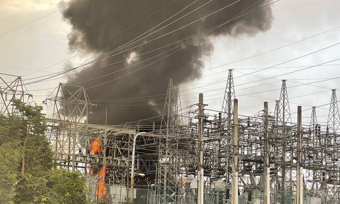 Incêndio em transformador na subestação Monacillo, em San Juan Foto: Reprodução de Facebook