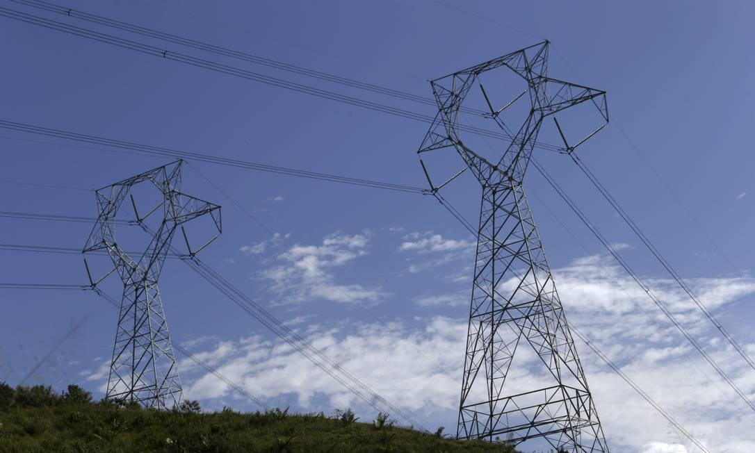 Preços monitorados pressionam inflação em 2021, segundo analistas. Energia elétrica subiu 1,95% em junho Foto: Domingos Peixoto / Agência O Globo
