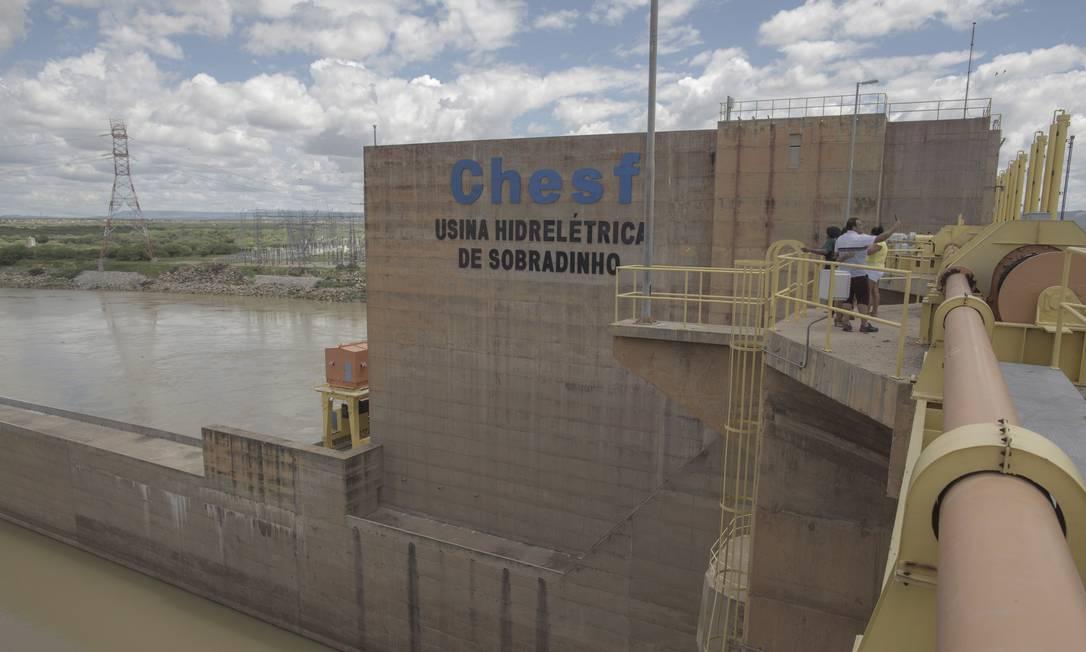 Barragem de Sobradinho, da Eletrobras: especialistas criticam construção de térmicas em locais sem infraestrutura Foto: Daniel Marenco / Agência O Globo