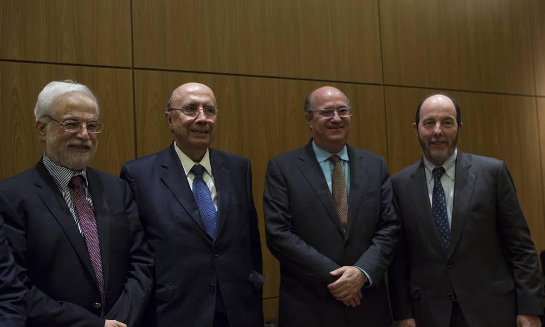 Na foto, da esquerda para a direita, Gustavo Loyola, Henrique Meirelles, Ilan Goldfajn e Armínio Fraga Foto: Michel Filho / Agência O Globo