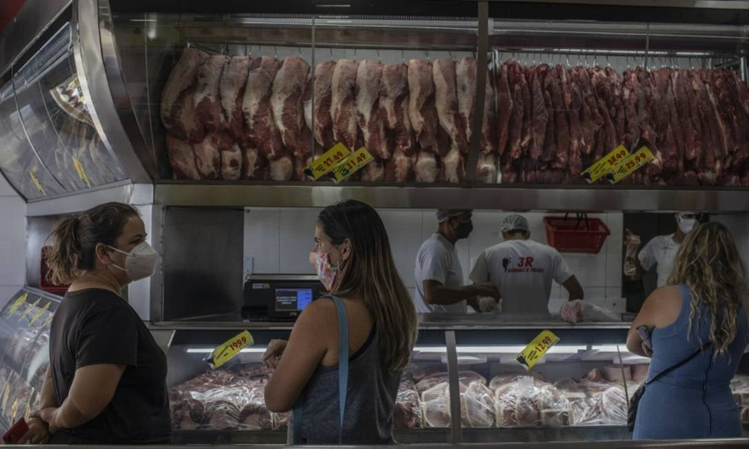A carne vem encarecendo com a alta do consumo mundial e a valorização do dólar Foto: Bloomberg