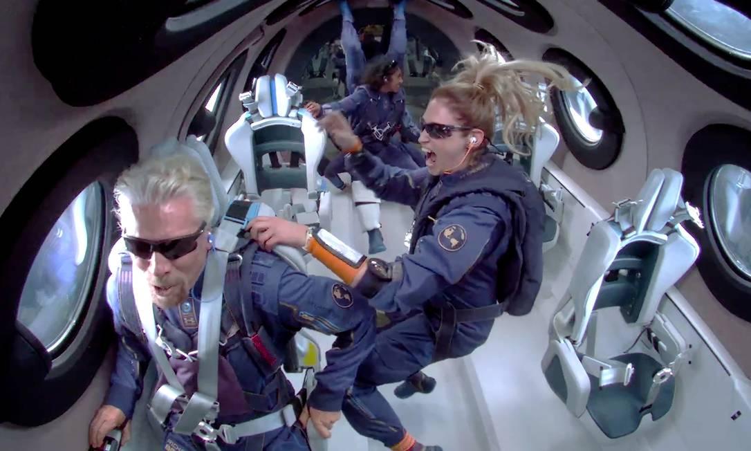 O voo de teste de Sir Richard Branson no domingo veio nove dias antes do primeiro voo de Jeff Bezos a bordo de um foguete de sua empresa, a Blue Origin Foto: Virgin Galactics / via Reuters