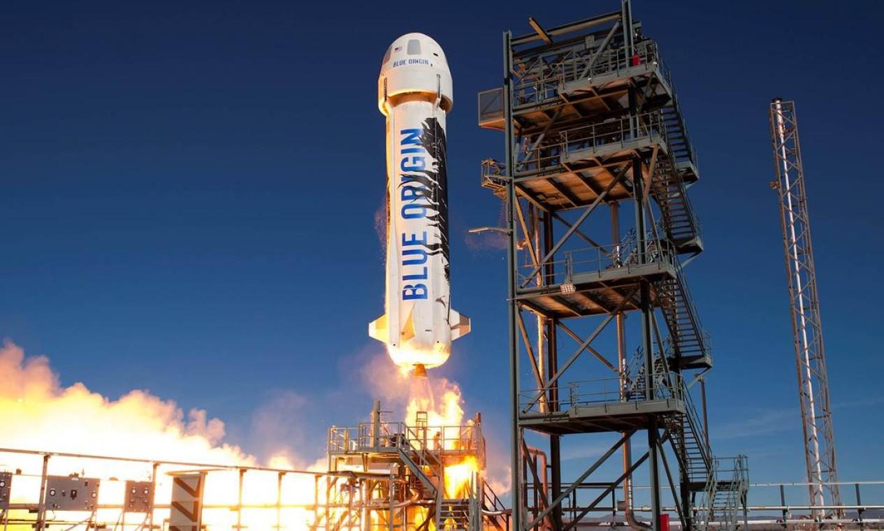 A Blue Origin, de Bezos, usará um foguete reutilizável, o New Shepard, para chegar ao espaço. O voo, marcado para o dia 20, será será o 16º da empresa, mas será o primeiro com humanos a bordo Foto: Divulgação / Blue Origin