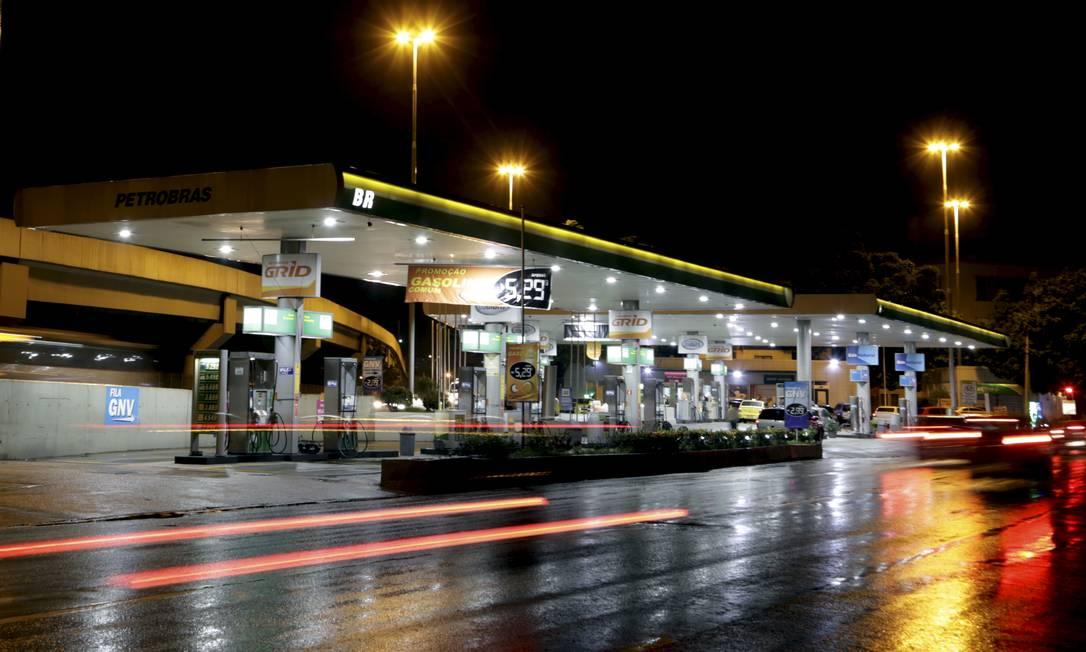 O preço da gasolina pressinou a inflação de agosto, que foi a maior para o mês em 21 anos Foto: Marcelo Theobald / Agência O Globo