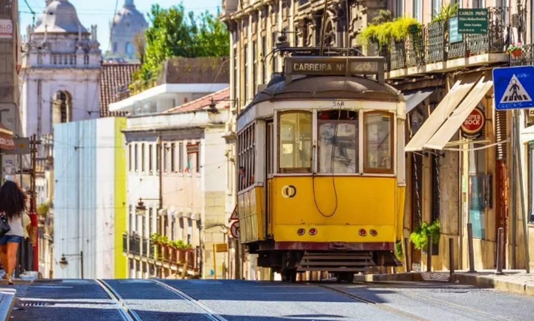 Bonde em ladeira de Lisboa: com reabertura para turistas brasileiros, busca por passagens para Portugal triplicaram Foto: Pixabay