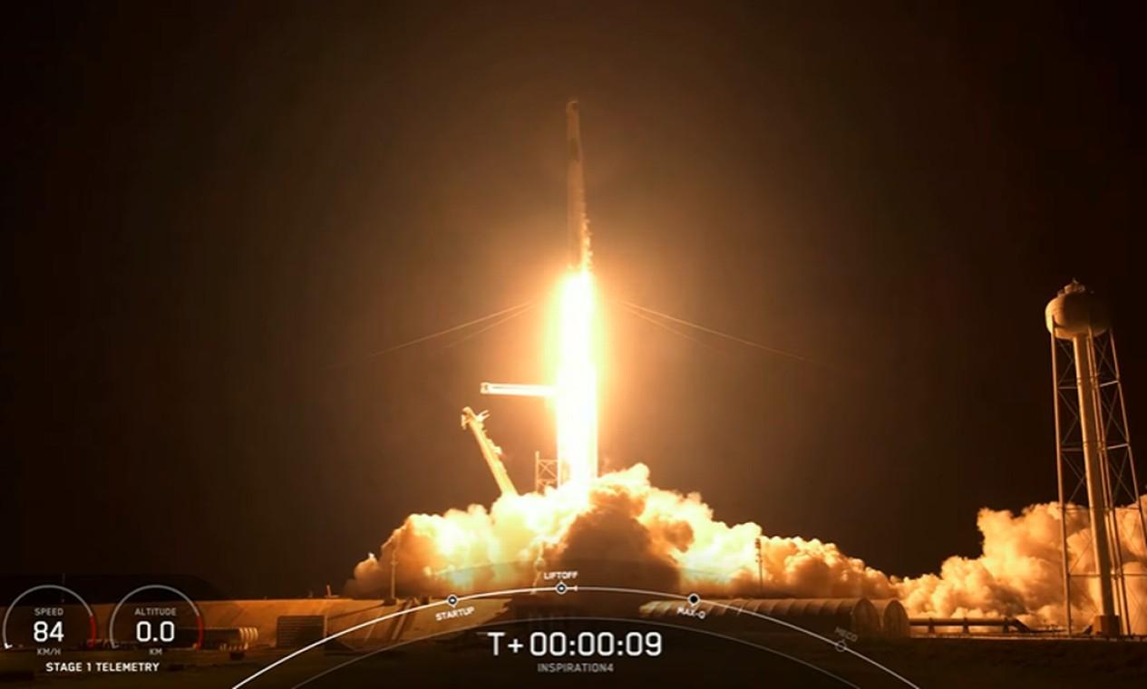 Momento em que o foguete Falcon 9 decola no Kennedy Space Center Foto: Reprodução/Inspiration 4