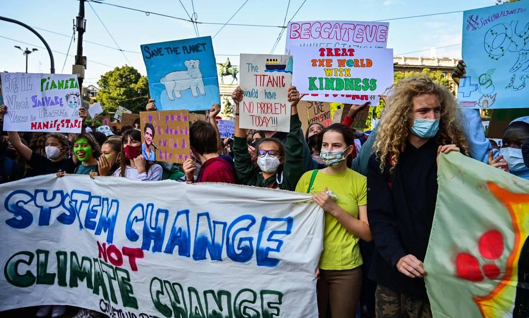 Ativistas cobram medidas para evitar os efeitos das mudanças climáticas Foto: MIGUEL MEDINA / AFP