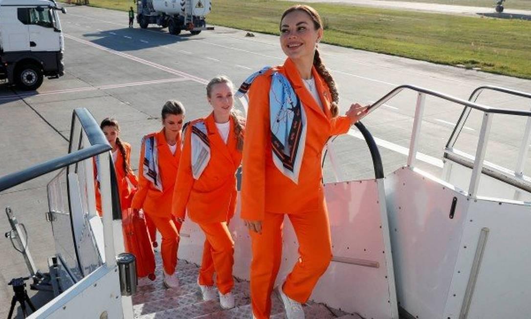 Aeromoças de empresa polonesa de aviação podem passar a escolher tênis e calça como dress code Foto: Reuters