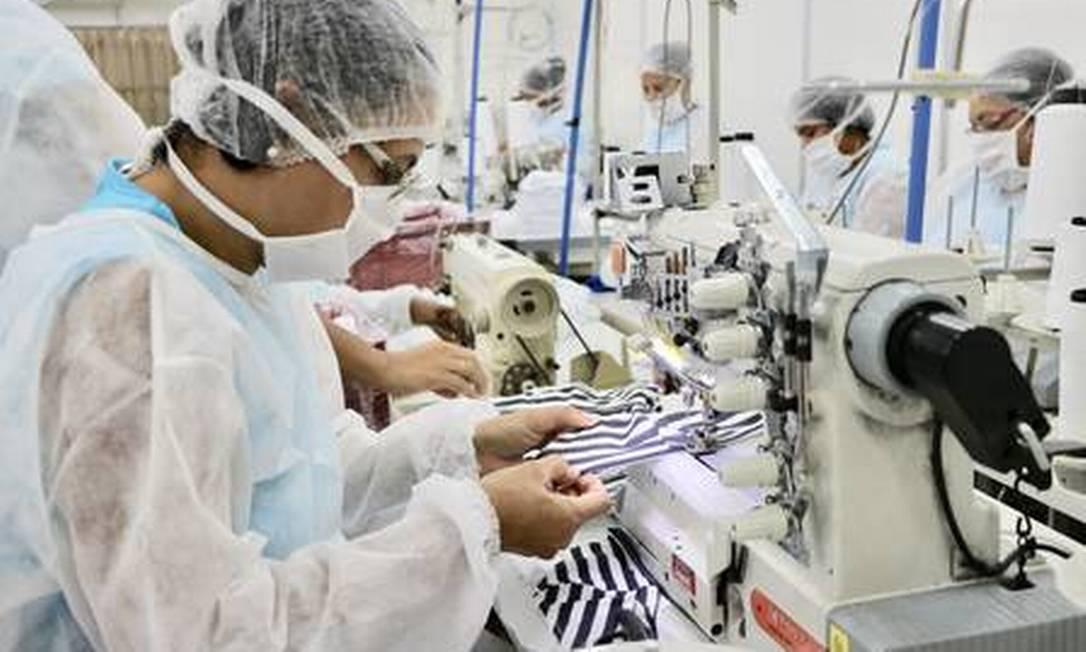 A fábrica da Dimona, em Duque de Caxias. O cenário para a indústria sofreu forte piora, com uma queda estimada agora da produção de 5,35% em 2020, diz BC Foto: Divulgação
