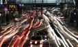 Trânsito em rua de Tóquio