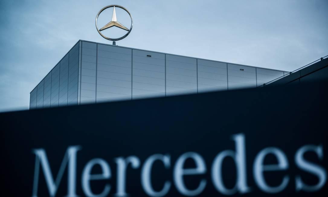 Logo da Mercedes: empresa vende fábrica no estado de São Paulo para chinesa Foto: Bloomberg