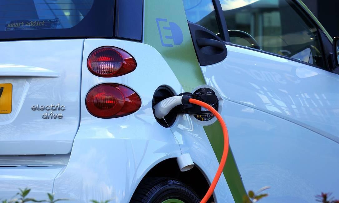 Na China, as vendas de carros elétricos caíram 90% em fevereiro. As de modelos a gasolina baixaram 79% no mesmo mês Foto: Pixabay