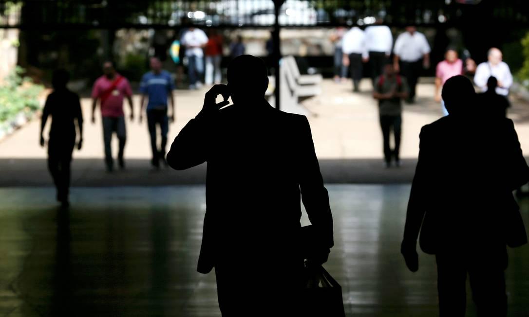 Procon Carioca aponta falha de operadoras em comunicação e ressarcimento quando há interrupção de serviços Foto: Gregg Newton / Bloomberg