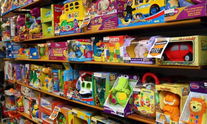 Loja de brinquedos na Saara, centro do comércio popular no Rio Foto: Lucíola Villela / Lucíola Villela