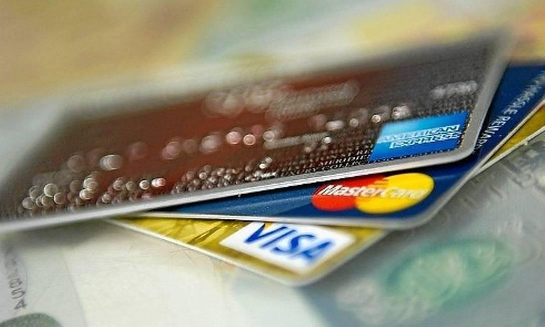 Cartões de débito e crédito Foto: Arquivo