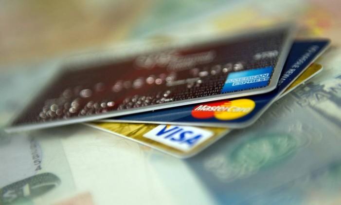 Lojas não podem impor um valor mínimo para compras no cartão Foto: David Paul Morris / Bloomberg